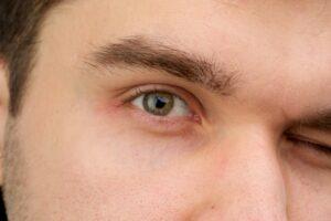 男 目 眉毛